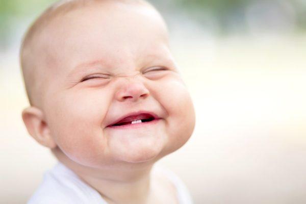 primeiros-dentes-do-bebe-e1422197033475